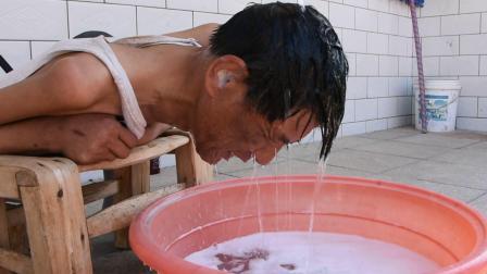 安宁走基层:唐县电视台拍摄阳光下的梦蕾MV,主人公是河北省最美残疾人康书乐1洗头.mpg