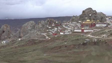 24_孜珠寺所处的孜珠山形态与寺院相互构建,形成独特美感稀缺,罕见