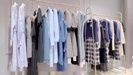 韩版品牌女装折扣店批发宝创秋,傲丝度女装艾沸风衣走份,视频看货