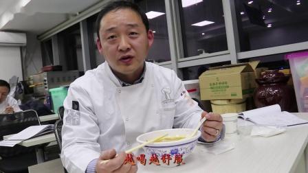 这碗牛肉汤日售200碗,外卖月销5000单!创始人公开香料包配方和吊汤全程