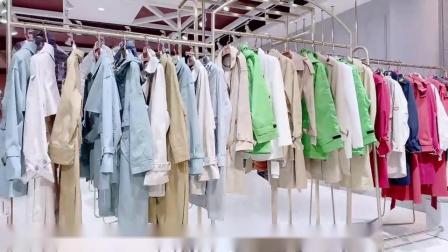 大码女装知案风衣秋一手货源批发,摩安珂女装艾沸羽绒服货源,工厂直供货源