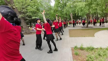 姥姥团队七一共舞《再唱山歌给党听》