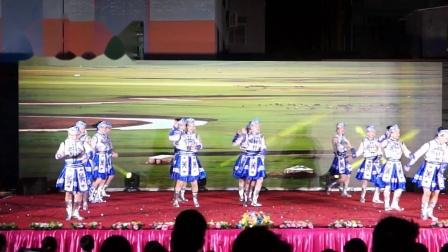 湛江市霞山区春景幼儿园表演(火火的姑娘)
