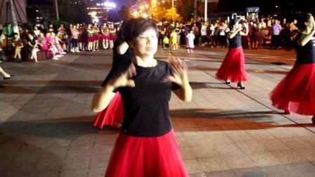 桐城市政务中心和谐健身队《 浪漫草原》: