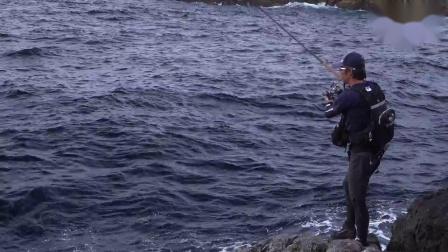 海钓很过瘾 岸礁远投铁板钓游戏 钓鱼