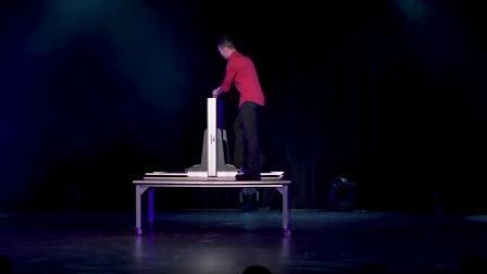 挤压美女 Illusionist Fernando Velasco - Magic Squeeze