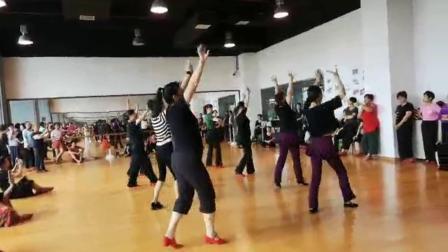 舞蹈姐妹们试跳