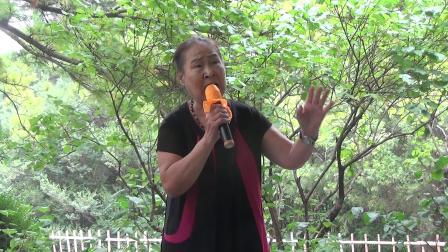 北京紫竹院公园,80岁女士演唱《小曲好唱口难开》(倩)