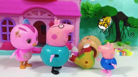 大头抢了朵朵的冰激凌,乔治教育大头,不料猪爸爸告诉猪妈妈