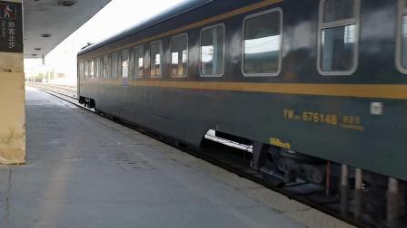 20210417 184444 陇海铁路DF4D拉Z88次列车车底进西安站