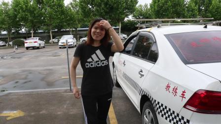 樊贝婷在上海学车