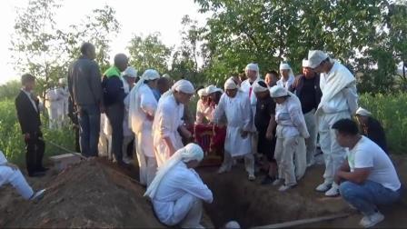 40岁大哥年纪轻轻就去世,给他厚葬,为啥没人哭,老婆去哪儿了?