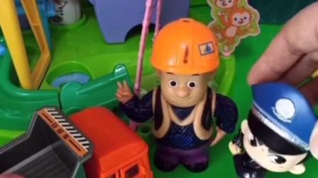 佩奇被僵尸抓走,猪妈妈求助小警车,小警车救下佩奇