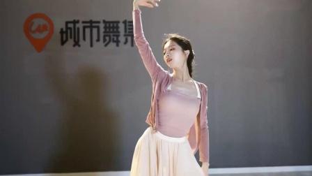 热门古风舞蹈编舞《江上晚风吟》-原创编舞 成人舞蹈 中国风 中国舞 古典舞-视频-南京-城市舞集_原派澜-爱一格旗下舞蹈网