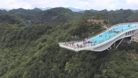 世界最奇异的天坑之一广西乐业天坑太壮观惊险了 手脚都发软完