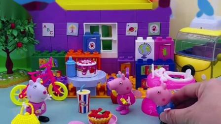 苏西找佩奇玩过家家,乔治也申请加入,小猪佩奇和苏西玩的很开心