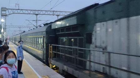 张桥站两HXN5相遇·重联HXN5鸣笛通过与7005榆林-西安进站