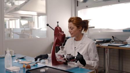 宝珀Ladybird女装系列钻石舞会炫彩腕表