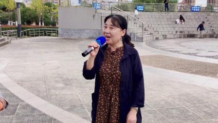 黄六九、吴义莲演唱黄梅戏《风尘女画家》选段:海滩别(桐城西郊公园20211010)