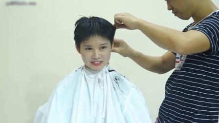 王盧璐同學剃了超短板寸髮型男人頭不適應貌似哭了