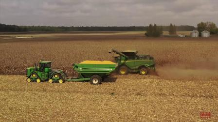 现代农业 大型农场 收割作业