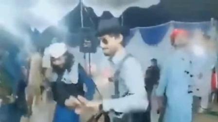 塔利班战士跳起民族风情舞庆祝胜利