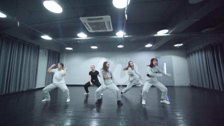 城市舞集   爵士舞《HWA》指导老师:张秀娟 B组