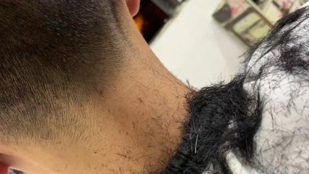 学员剪头发第一视角