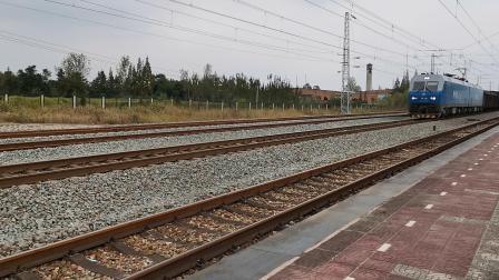 20211002 144217 阳安铁路HXD1货列通过王家坎站