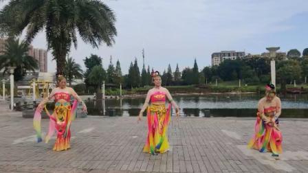 《天宫舞曲》张怡、黄倩、肖都学等美媚2021.10.23海棠湖公园游玩随跳