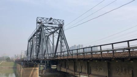 货列 42205次 SS6B1037 通过京广线K1562KM长沙浏阳河铁路大桥
