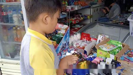 小伙去小卖铺挑选了几包不同价格的奥特曼卡片,能开出什么卡片呢
