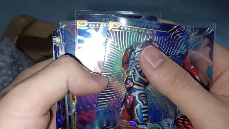 小伙花9块9网购了一款奥特曼卡片盲盒,据说能开出超值稀有卡片!