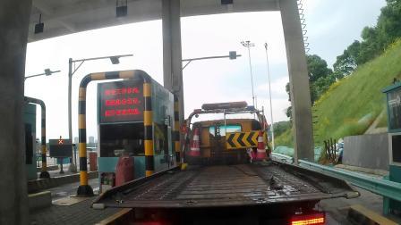蓝牌厢式货车高速上路视频