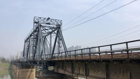 货列 57021次 DF4B3422 通过京广线K1562KM长沙浏阳河铁路大桥