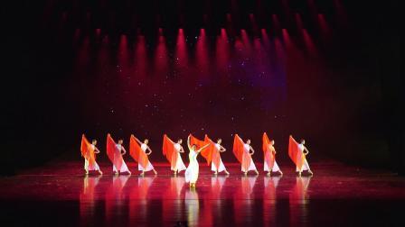 舞蹈:红旗颂  表演:郑州市金水区文化馆芭蕾舞团