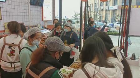 只要在瑞美滋酱肉世家才能看到双收银台的卤味熟食店