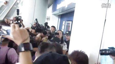 YUI 110625 香港国际机场 接机 YUI Lovers at HK Airport