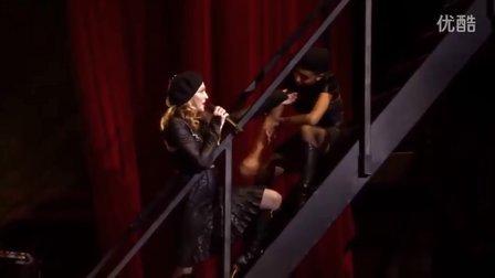 【猴姆独家】女帝麦当娜Madonna最新巴黎演唱会激情献唱新单Turn Up The Radio!