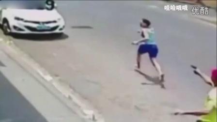 【哇哈哦哦】监控:巴西警察与妻子争吵,当街朝其连开11枪