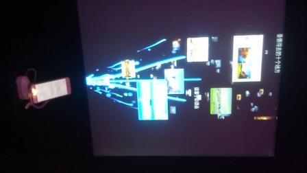 百度营销会上手机与屏幕的互动,手指往上滑动,信息犹如水流在屏幕上汩汩流出