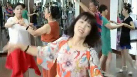 上海老年大学浦东分校(交谊舞基础班)在学习中