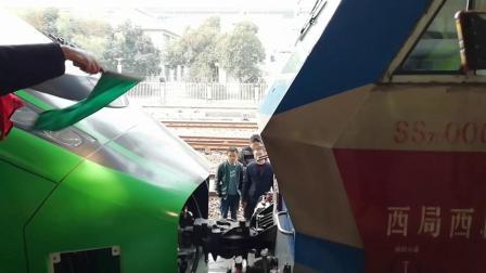 00131次(回送CR200J0015)SS7D0004郑州站连挂作业