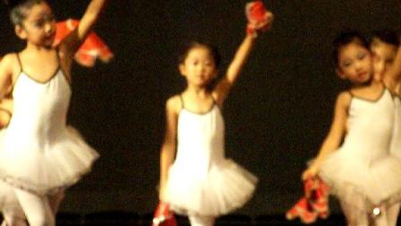 格格2013参加辽宁数字电视成长教育《快乐家园》演出