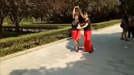 """三步踩爱你""""20"""" 老师珍珠扬姐表演"""