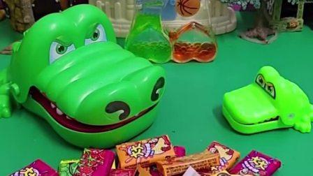 小鳄鱼买了口香糖,给妈妈吃了一个,妈妈说好吃