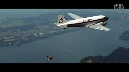 百年灵飞人Yves Rossy与DC-3客机并飞