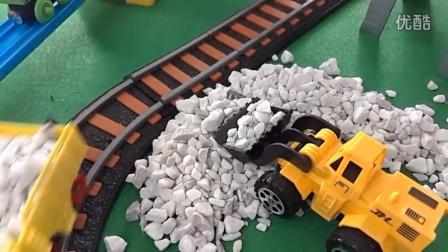 挖掘机帮托马斯和他的朋友们运轨道需要的石子