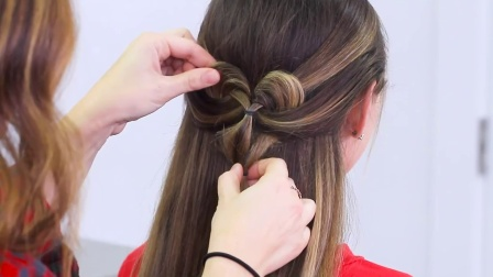 How to Create a Pancaked Heart Half-Up Hairstyle _ Valentine's Day Hairstyles