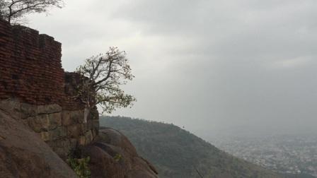 从山顶俯瞰印度韦洛尔城